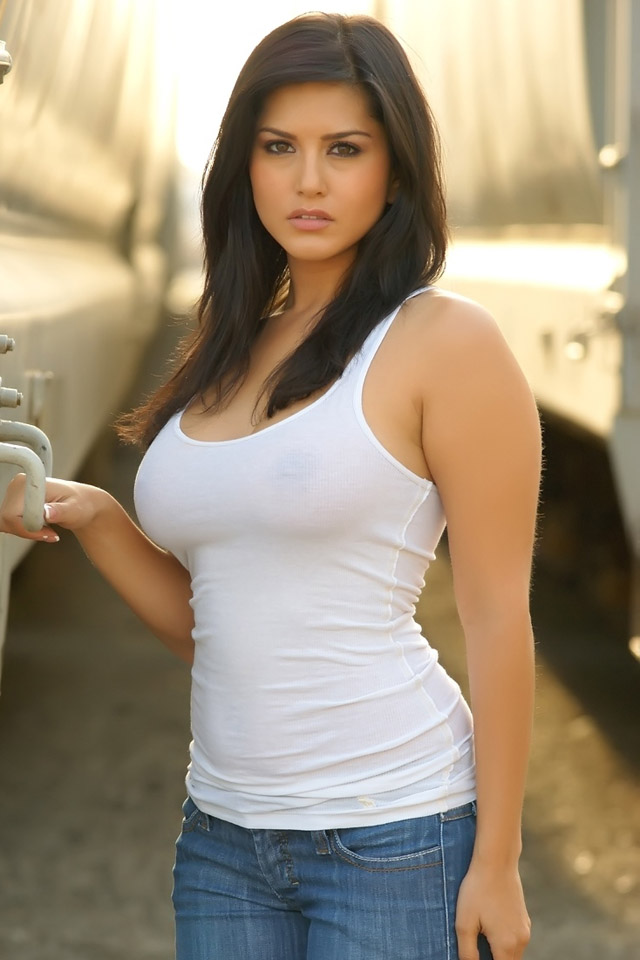 amazing_sunny_leone_iphone_wallpaper